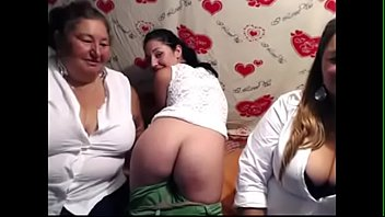 Madre e hija desnudas